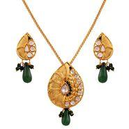 Variation Small Green Kundan Chain Pendant Set_Vd15796